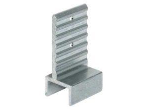 Herraje de unión de 90° En paquetes de 1 ó 10 Pieza Campo de aplicación Para unir los perfiles portantes con los perfiles para el suelo y techo Material Aluminio Acabado Natural Montaje Para introducir deslizando y atornillar con tornillo del sistema